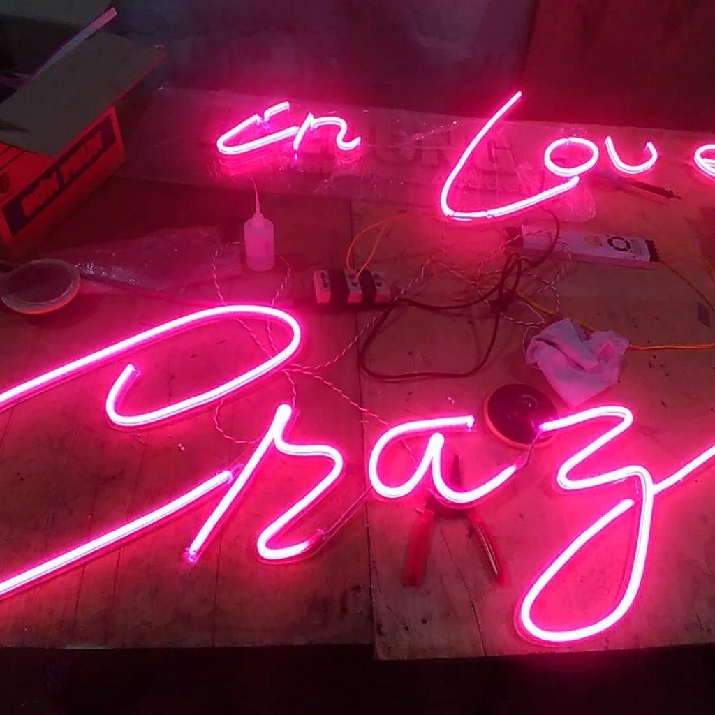 bảng hiệu đèn led neon